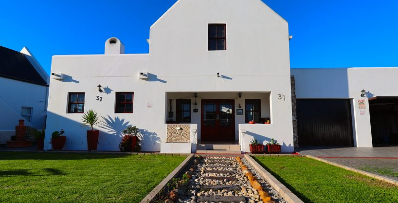 HOLIDAY HOME FOR SALE IN JACOBSBAAI